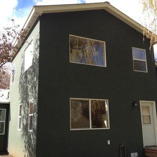 Foto della facciata di una casa gialla american style a un piano di medie dimensioni con rivestimento in stucco