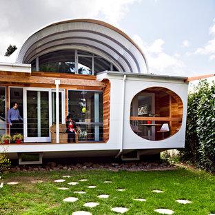 Inspiration för ett litet eklektiskt hus