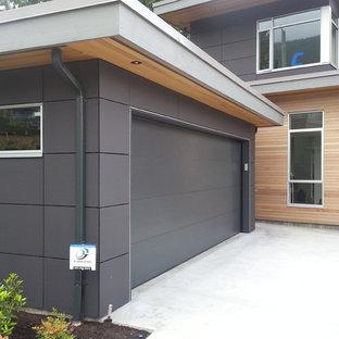 バンクーバーのコンテンポラリースタイルのおしゃれな二階建ての家 (コンクリート繊維板サイディング、グレーの外壁) の写真