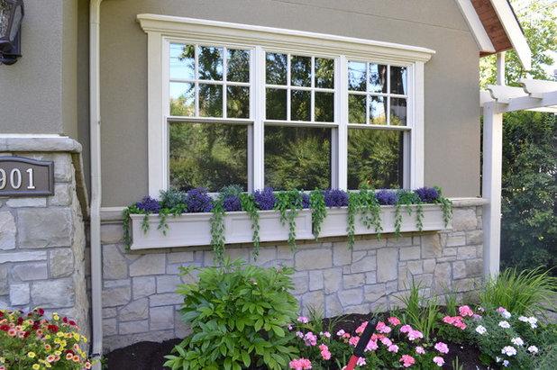 10 fa ons de sublimer la fa ade de sa maison gr ce des jardini res. Black Bedroom Furniture Sets. Home Design Ideas