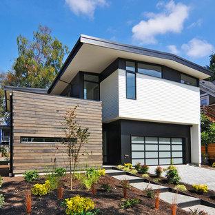 シアトルのミッドセンチュリースタイルのおしゃれな家の外観 (戸建、マルチカラーの外壁) の写真