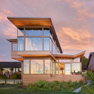 Cette image montre une façade de maison minimaliste de taille moyenne.