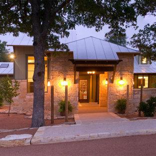 Diseño de fachada verde, clásica, grande, de una planta, con revestimiento de piedra