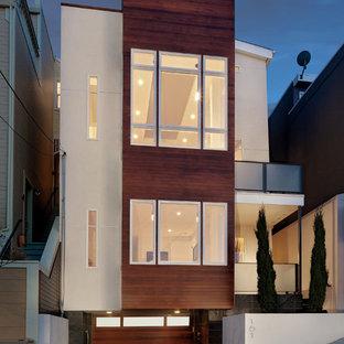 Свежая идея для дизайна: деревянный многоквартирный дом в стиле модернизм - отличное фото интерьера