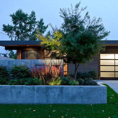 1950s one-story exterior home idea in Seattle