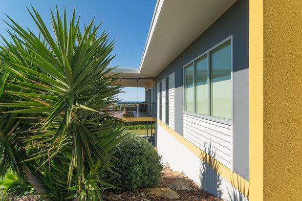 Beach Style Exterior by Bennett Design