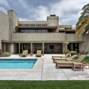 Inspiration for a modern two-story exterior home remodel in Los Angeles
