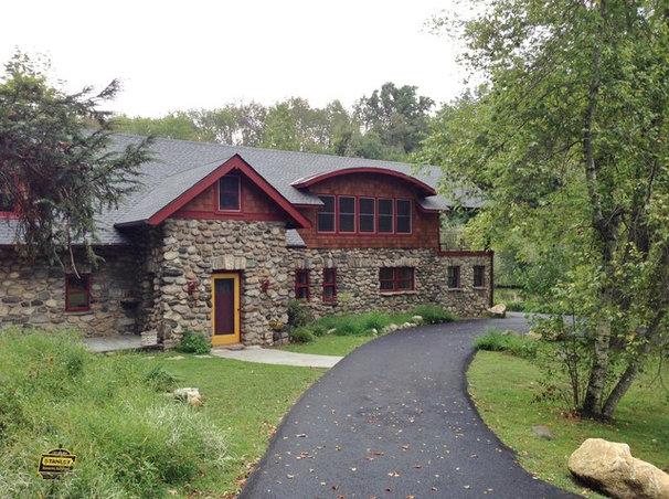Craftsman Exterior by Kent Johnsson Architect PLLC