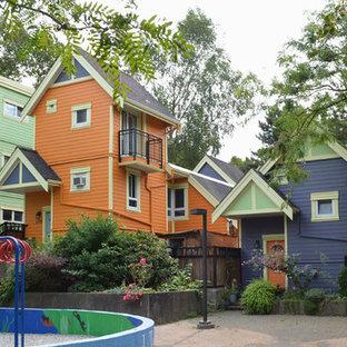 Diseño de fachada de casa pareada multicolor, bohemia, extra grande, de tres plantas, con revestimiento de vinilo y tejado a dos aguas