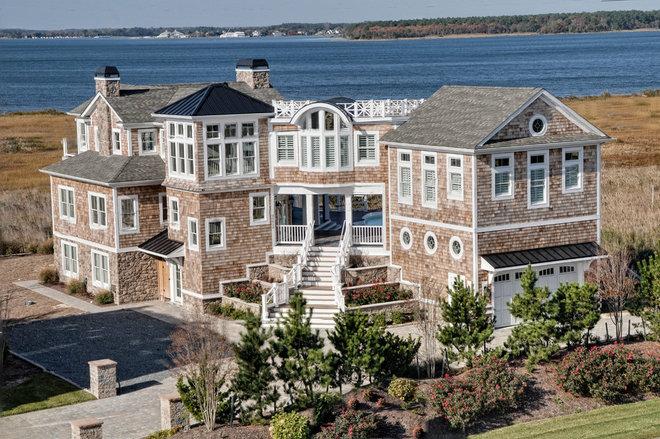 Beach Style Exterior by Echelon Custom Homes