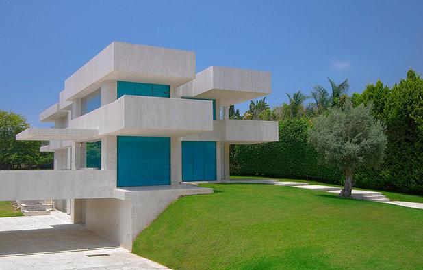 Modern Exterior by Elad Gonen