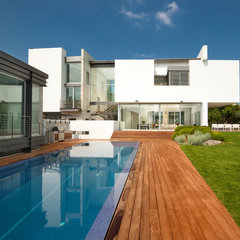contemporary exterior by Elad Gonen & Zeev Beech