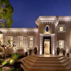 Traditional Exterior by Elad Gonen