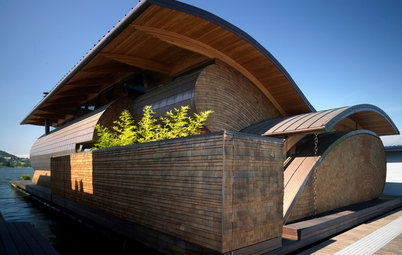 Houzz Tour: Curves Ahoy! See a Unique Floating Home