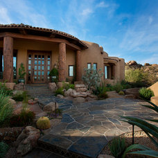 Traditional Exterior by Mooney Design Group, Inc.