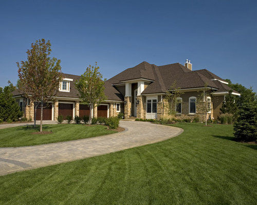 Circular Driveway on asian ranch style house