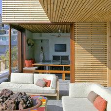 Beach Style Exterior by Laidlaw Schultz architects