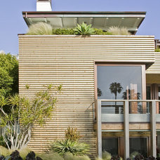 Beach Style Exterior by Laidlaw Schultz architects
