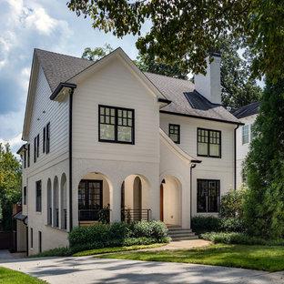 Foto de fachada de casa blanca, clásica renovada, grande, de dos plantas, con revestimientos combinados, tejado a dos aguas y tejado de teja de madera