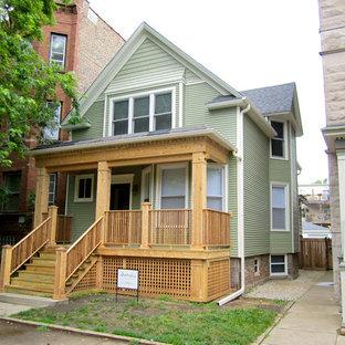 Ejemplo de fachada verde, de estilo de casa de campo, de tamaño medio, de dos plantas, con revestimiento de aglomerado de cemento