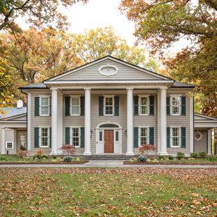 Idée de décoration pour une façade de maison tradition à un étage.