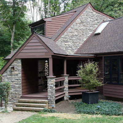 Example of a mid-sized classic brown two-story wood exterior home design in Philadelphia with a shingle roof