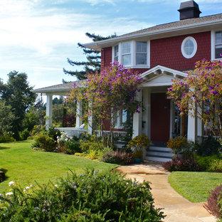 Immagine della facciata di una casa rossa vittoriana