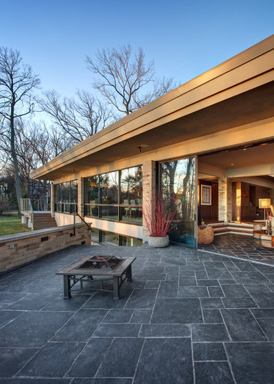Midcentury Exterior by Becker Architects Limited