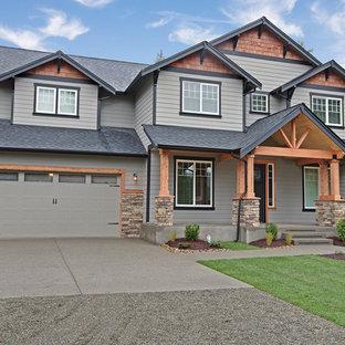 シアトルのおしゃれな二階建ての家 (コンクリート繊維板サイディング、黒い外壁) の写真