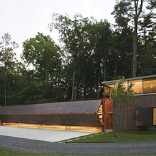 Modern Exterior by Peter L. Gluck and Partners