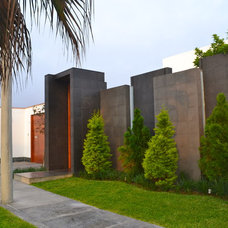 contemporary exterior by Rosa Maria Cateriano