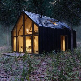 Foto de fachada negra, minimalista, pequeña, de dos plantas, con revestimiento de metal, tejado de un solo tendido y tejado de metal
