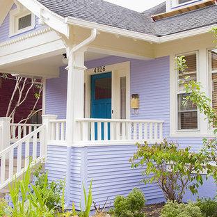 Foto de fachada de casa morado, bohemia, de tamaño medio, de dos plantas, con revestimiento de aglomerado de cemento, tejado a dos aguas y tejado de teja de madera