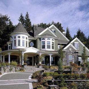 Diseño de fachada verde, tradicional, grande, de dos plantas