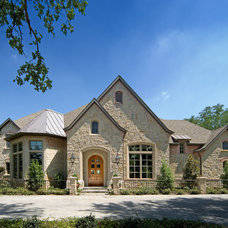 Traditional Exterior by Platinum Series by Mark Molthan