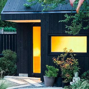 Diseño de fachada de piso negra, minimalista, pequeña, de una planta, con revestimiento de madera y techo verde