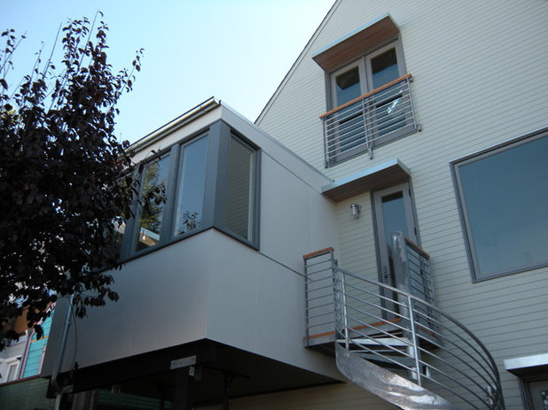 Trendy Hus & facade by Mobley Bloomfield