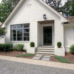 Idéer för att renovera ett funkis vitt hus, med tegel