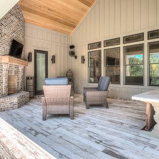 アトランタのカントリー風おしゃれな家の外観 (コンクリート繊維板サイディング) の写真