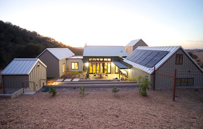 Houzz Tour: Barns Inspire a Modern Farm Compound