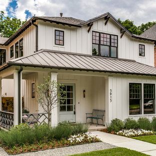 75 Beautiful Farmhouse Exterior Home With A Hip Roof Pictures Ideas February 2021 Houzz