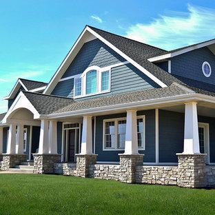 他の地域のカントリー風おしゃれな家の外観 (コンクリート繊維板サイディング、青い外壁) の写真