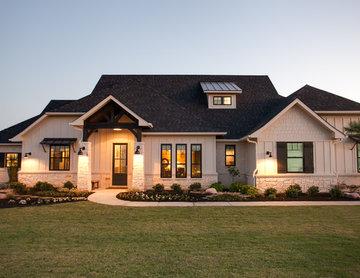 Farmhouse Home with a Fashionable Interior