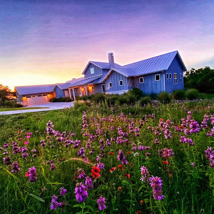 Modern Farmhouse: 3,571 ft²/4 bd/3.5 bth/1ST