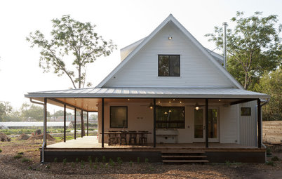 Houzz Tour: A New Texas Farmhouse Pulls a Neat Trick
