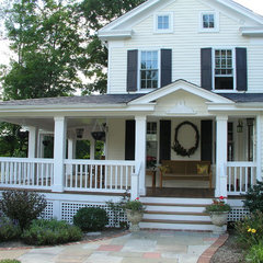 traditional exterior by Makatura Construction, Inc.