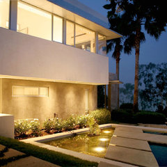 modern exterior by Markus Canter (FCB:Design)