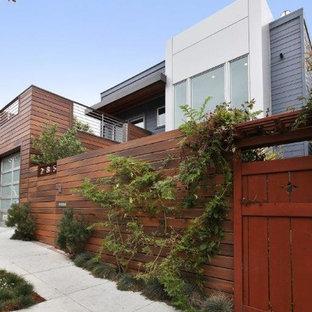 Ejemplo de fachada de piso multicolor, contemporánea, de dos plantas, con tejado plano