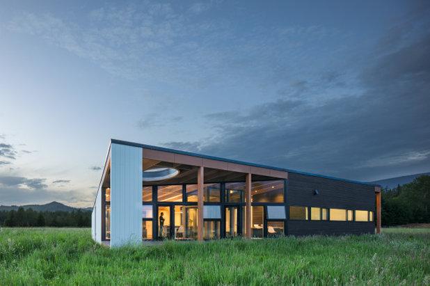 モダン 家の外観 by David Coleman / Architecture