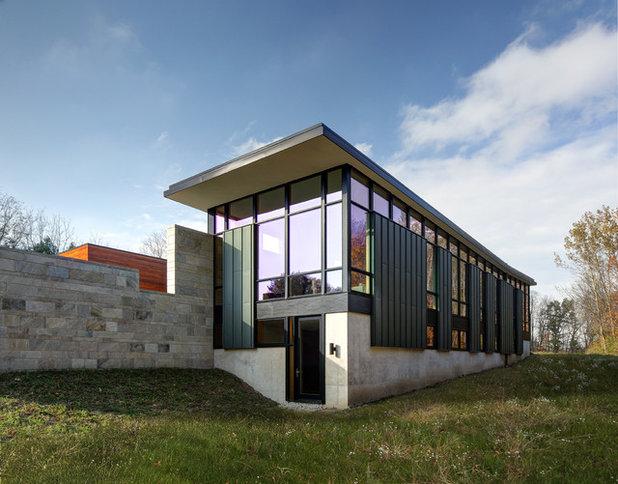 コンテンポラリー 家の外観 by Bruns Architecture